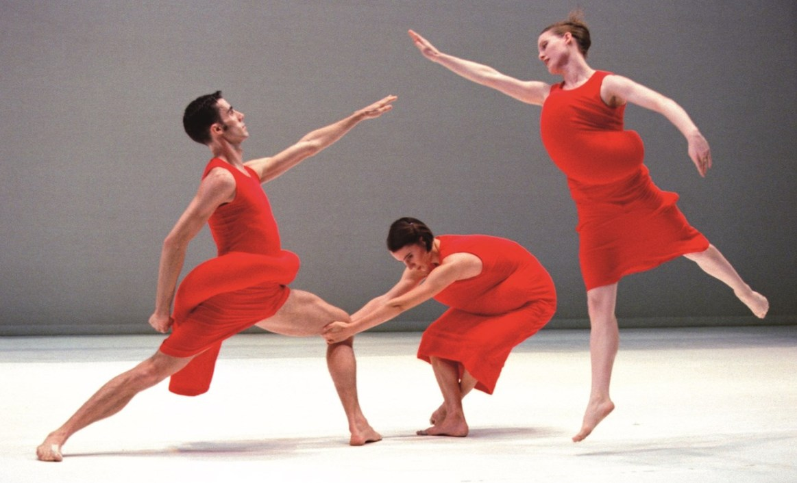 How should contemporary dance be watched?