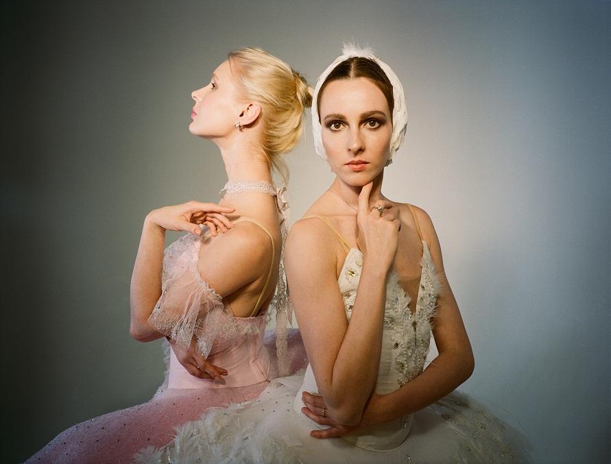 Цветы и бриллианты: прима-балерины в специальной съемке SOVA x Balletristic